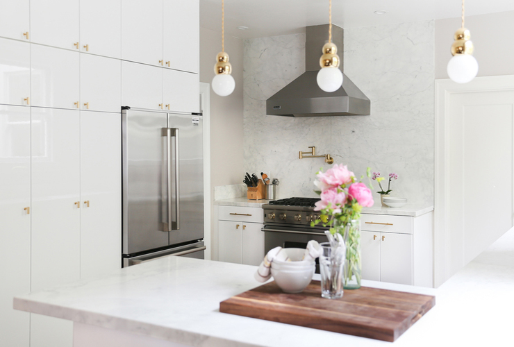 Beautiful-white-kitchen-to-die-for