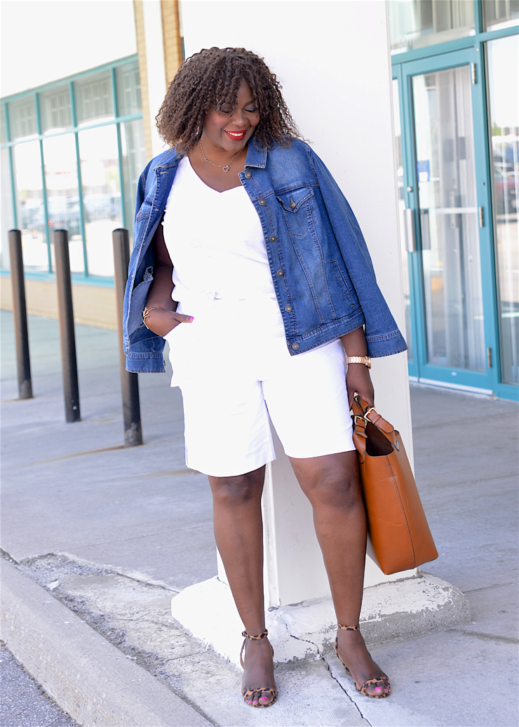 Denim jacket with all white linen shorts and a tan shoppers's bag #plussize #oldnavy #assacisse #ootd