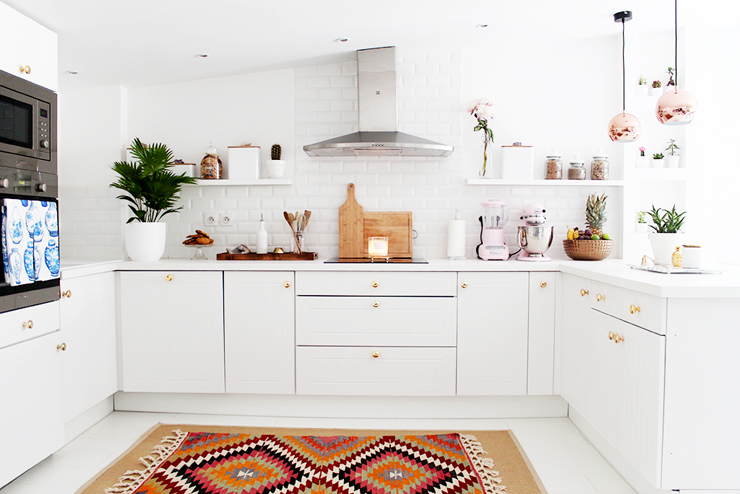 beautiful-white-kitchen-mycurvesandcurls-homedecor