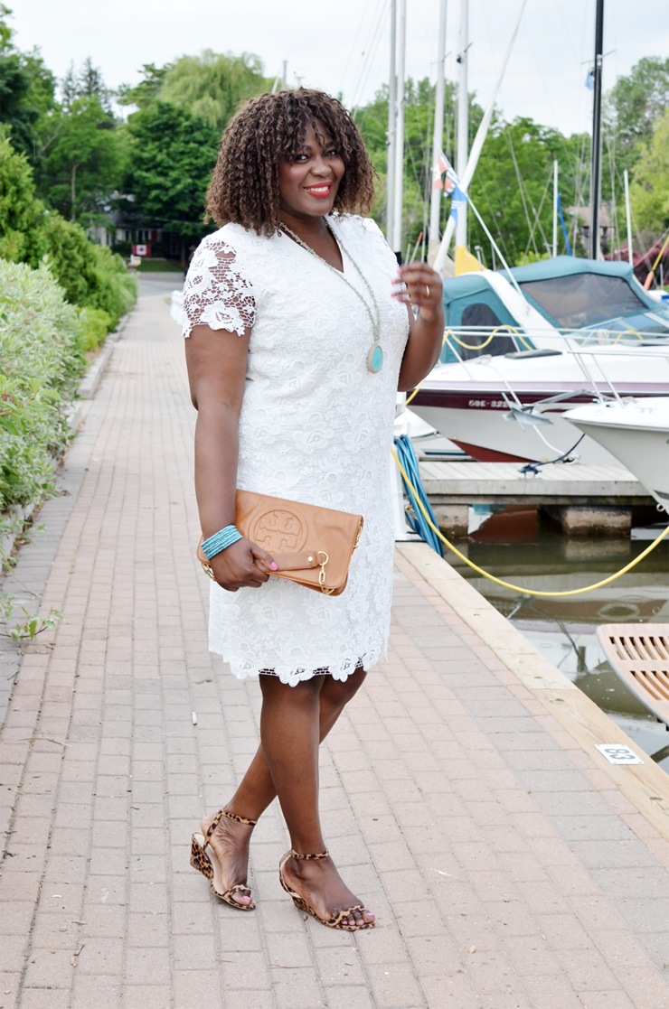 Fantastic Ways to Wear Lace white Dresses This Summer. #plussize #curves #mycurvesandcurls #canadian