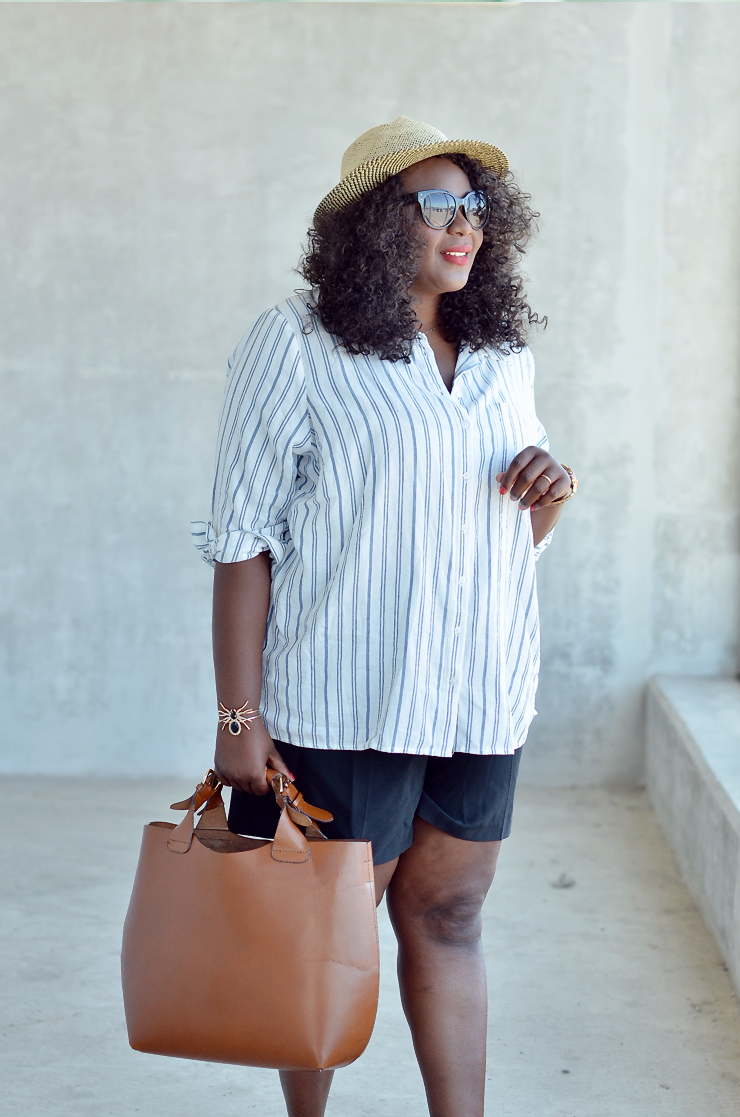 Casual-tourist-outfit-summer-outfit-ideas-mycurvesandcurls
