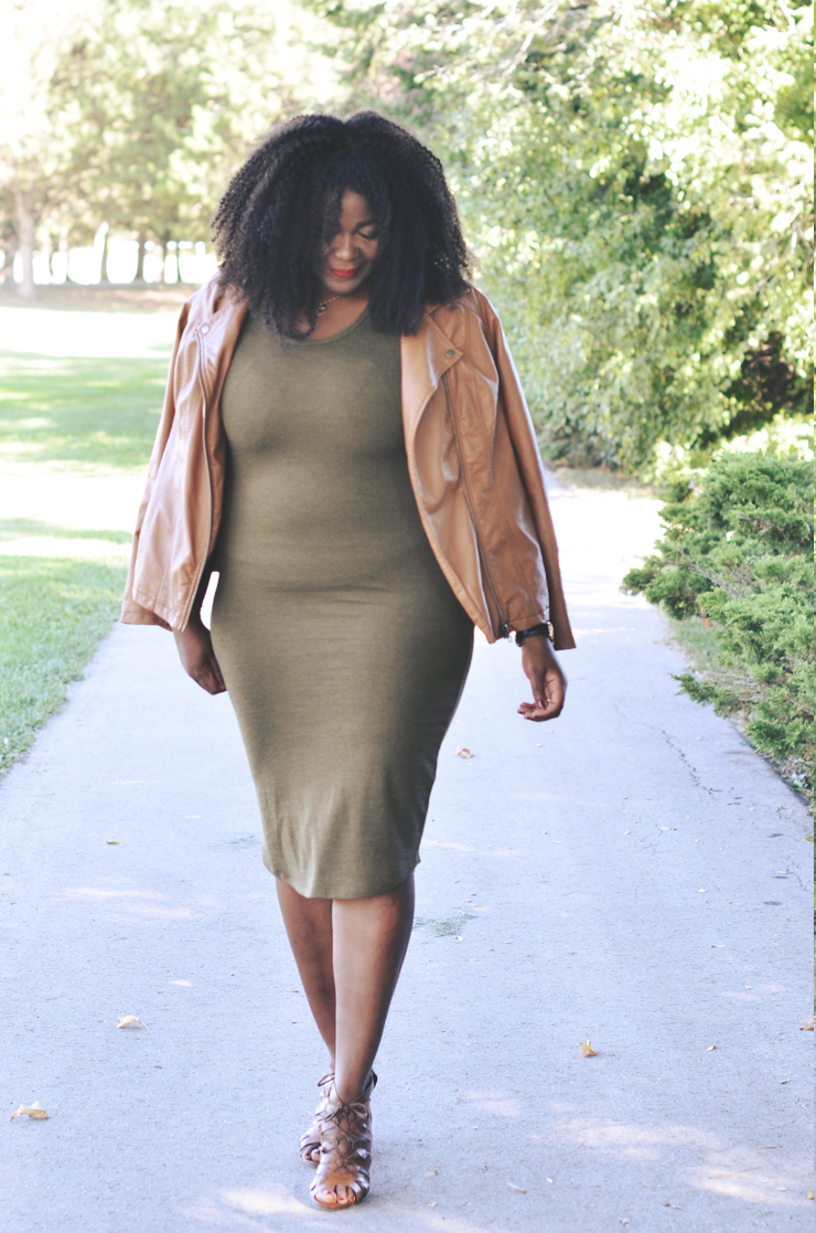 fall-outfit-idea-plussize-bodycon-dress-moto-jacket