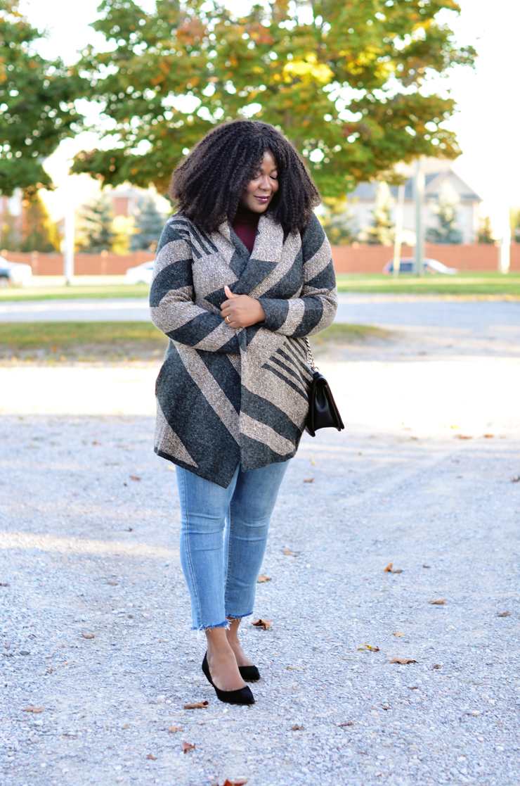 Toronto- plus size fashion blogger- wearing le Chateau montreal cozy cardigan